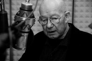 Schauspieler Jürgen Holtz bei der Hörspielproduktion, Bild: rbb/Hanna Lippmann