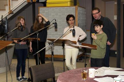 Lucie Erdmann, Nastassja Hahn, Kathrin Angerer, Regisseur Robert Schoen, Anton Kurth; Bild: SWR / Monika Maier