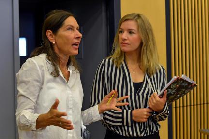 Regisseurin Regine Ahrem (li.) und Katharina Pütter; Bild: rbb/Thomas Ernst