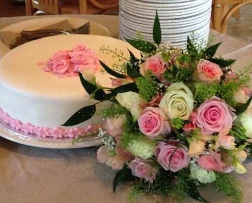 bruidstaart bij huwelijksfeest hoestinkhof