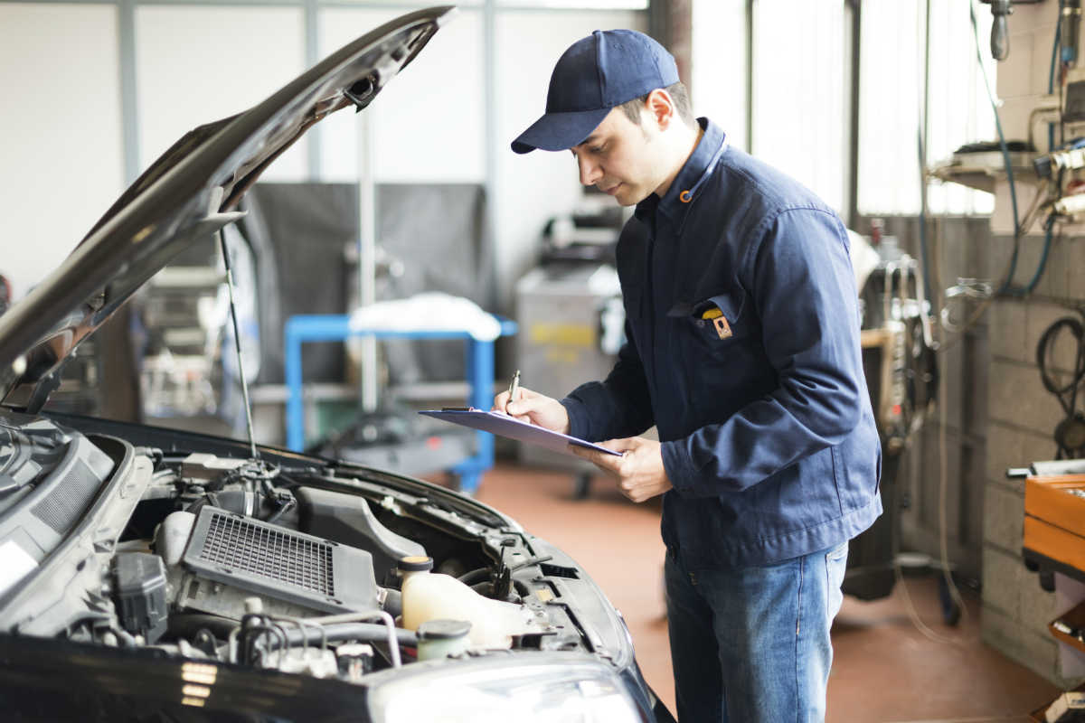 Common Workplace Injuries Suffered By Auto Mechanics