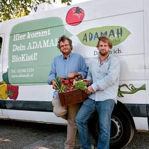 Seit 2001 erhalten Kunden die Biokistln (selbst zusammengestellt oder fertige Auswahl) vom Adamah-Biohof zugestellt.