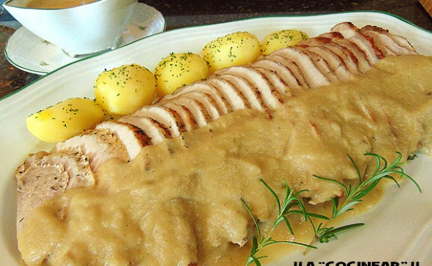 lomo de cerdo asado con salsa de manzana