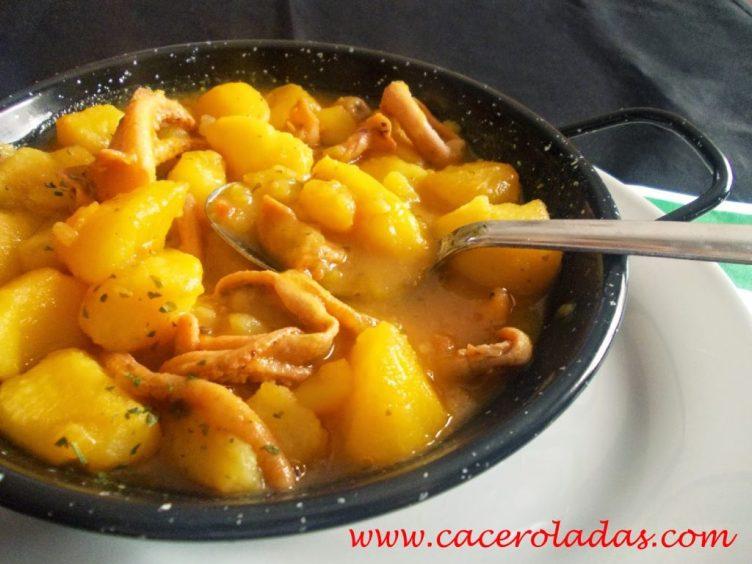 cazuela-de-patatas-y-calamares-caceroladas