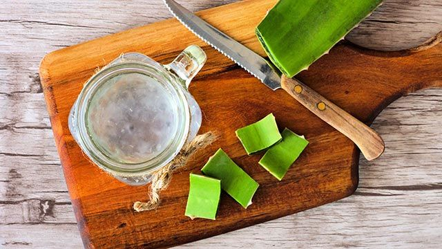 Homemade aloe vera gel with 100% natural ingredients.