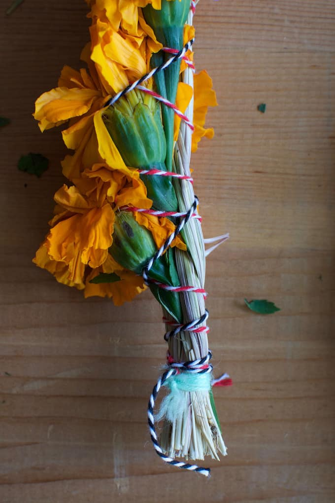 How To Make Marigold Smudge Sticks for Day of the Dead   ¡HOLA