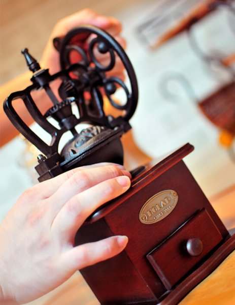 6 More Ways Manual Coffee Mill is Better Than Electric Ones HOLAR