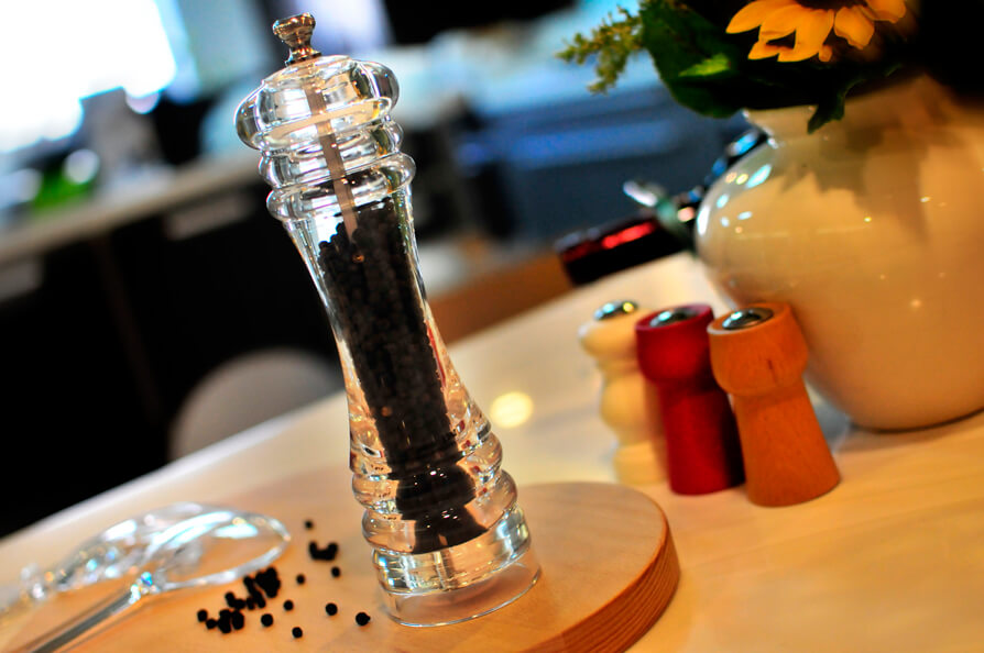 Holar Choose the Best Salt and Pepper Mill that Fits Your Needs