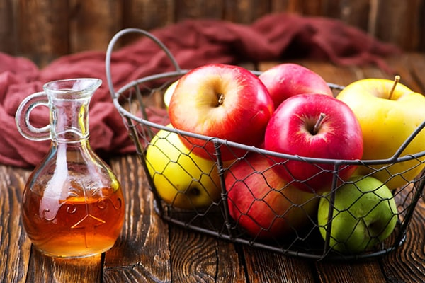 Holar - Blog - 5 Must-Have Vinegars in Your Kitchen and How to Use Them - Apple Cider Vinegar