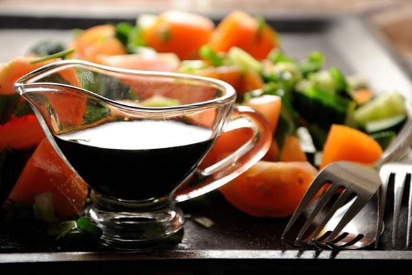 Holar - Blog - 5 Must-Have Vinegars in Your Kitchen and How to Use Them - Balsamic Vinegar