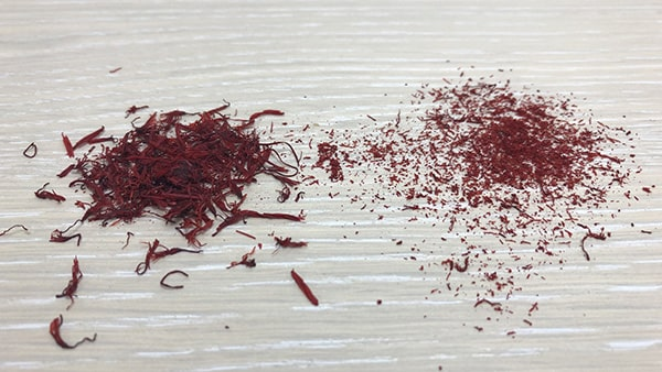 Holar - Blog - 13 Common Spices You Can (Cannot) Grind in Your Salt and Pepper Grinder - Saffron