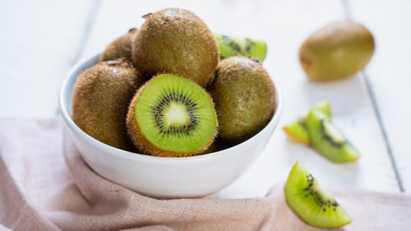 Holar - Blog - 9 Best Foods to Strengthen Your Immunity against Coronavirus - Kiwi Fruit - 9