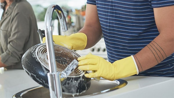 Holar - Blog - 9 Good Kitchen Habits for Better Cooking - wash pots pans