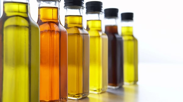 Holar - Blog - Facts About the Color of Olive Oil That Will Blow Your Mind - Why does olive oil come in different colors