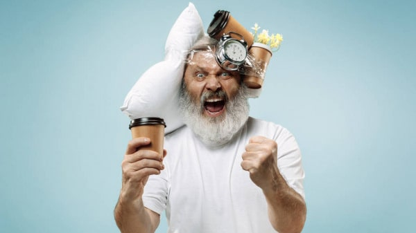 Holar - Blog - Health Effects of Coffee 10 Pros and Cons You Should Know - Cons - Coffee can negatively impact sleep time efficiency and satisfaction levels