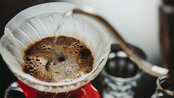 Holar - Blog - Top 10 Manual Coffee Makers for Every Type of Coffee Enthusiast - The Pour Over Method