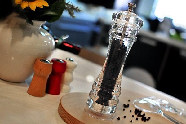 acrylic salt and pepper grinder-Holar Blog-Sourcing Salt and Pepper Grinders