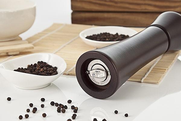wooden salt and pepper grinder-Holar Blog-Sourcing Salt and Pepper Grinders