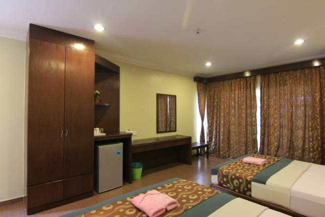 Salang Indah Deluxe Family Bungalow Room