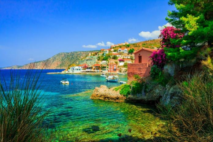 Kefalonya Assos Plajı, Yunanistan