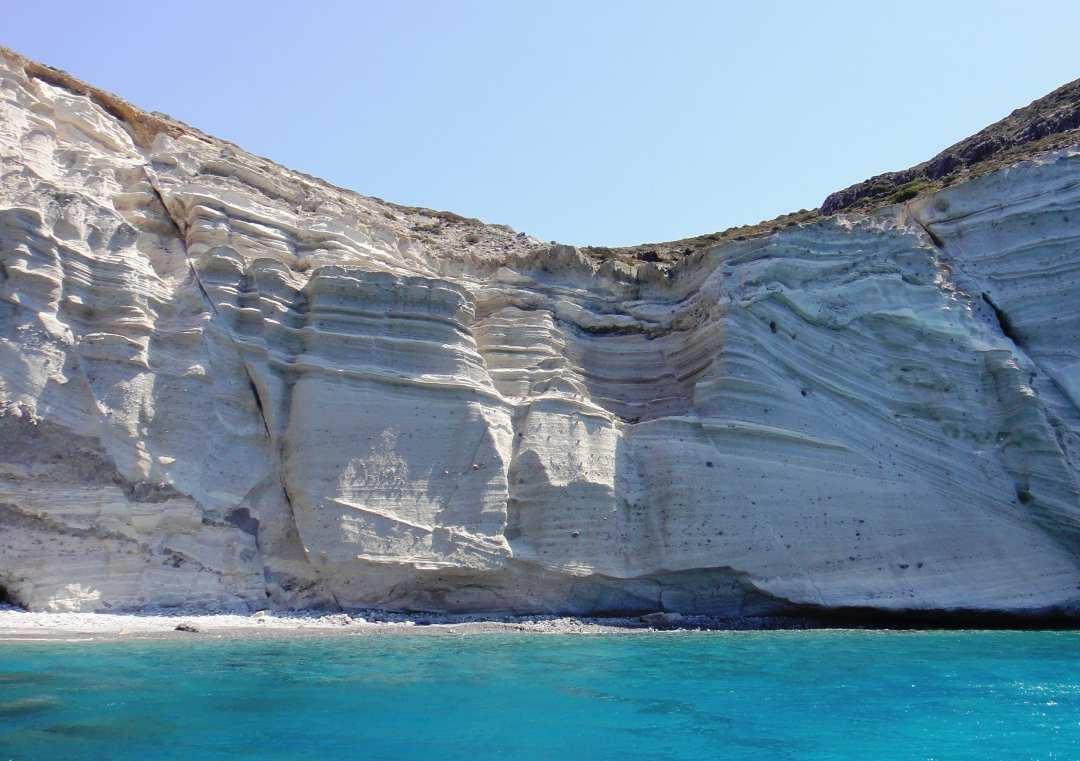 Znalezione obrazy dla zapytania white beach santorini