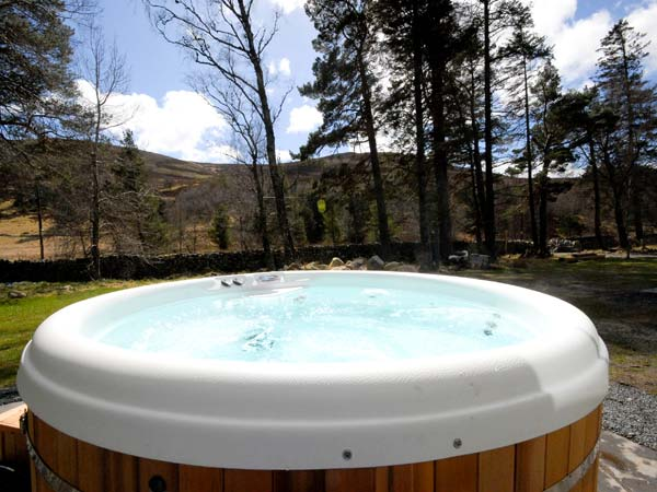 Morven Cottage Ballater Cairngorms scotland self-catering hot tub