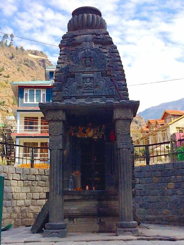jagatsukh temple, treks near manali