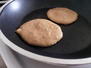 Pancakes in der Pfanne
