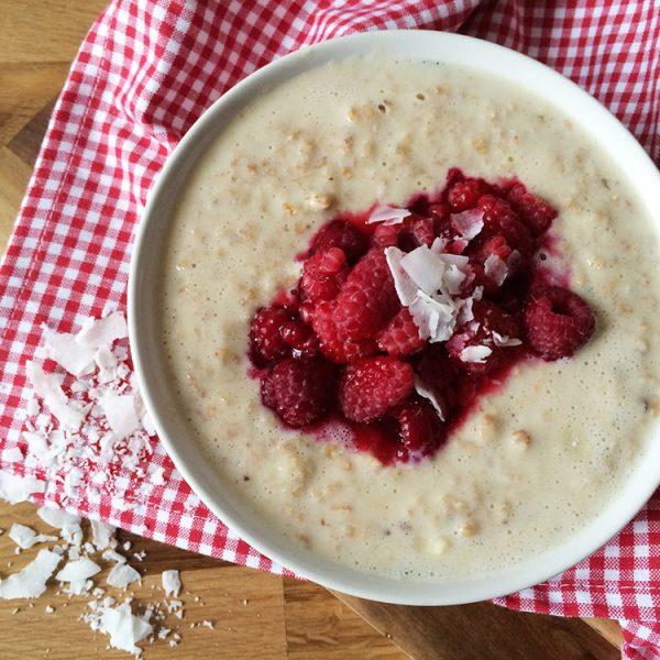 Vanille Porridge mit Himbeeren
