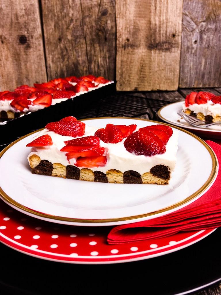 Zebra Tarte Low Carb mit Schmand und Erdbeeren