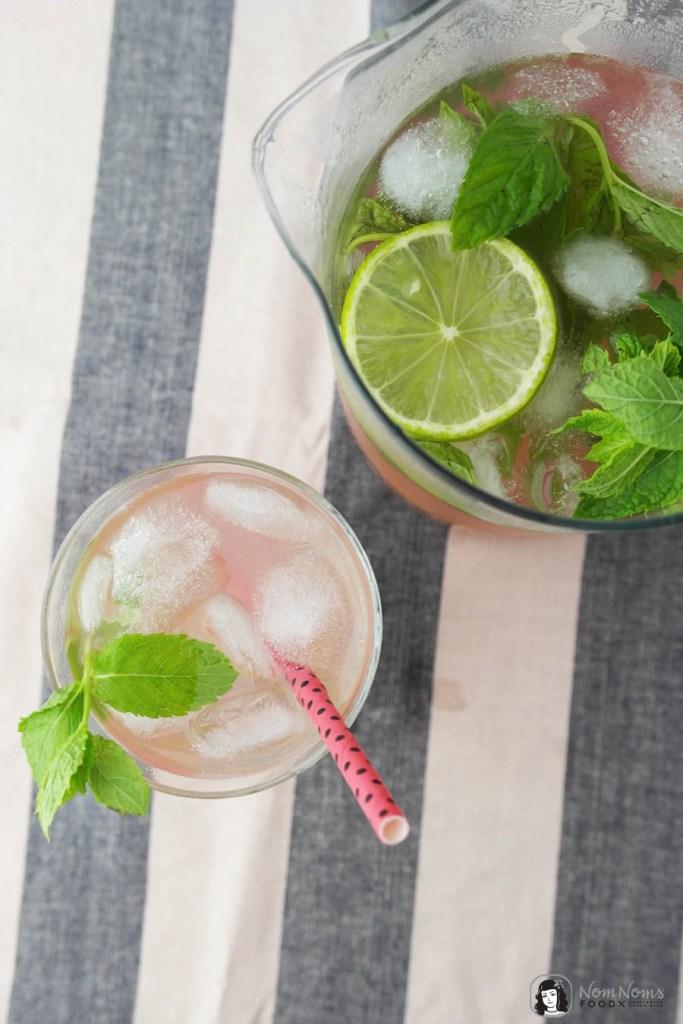 Wasser-Granatapfel-Limetten-Minze