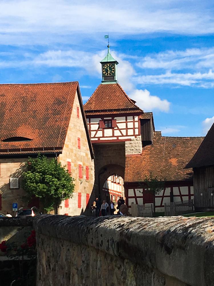 Cadolzburg durch den Ort