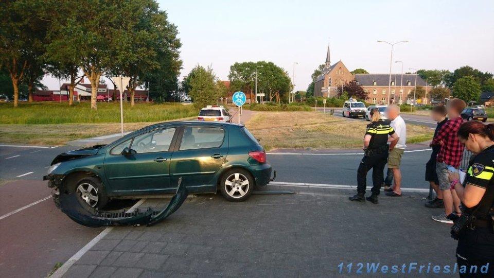 De zwaarbeschadigde auto (Foto: Wesley Boots)