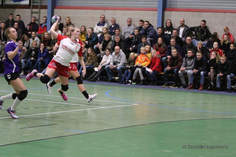 Foto Patrick Hogervorst: Lisanne Kolken goed op dreef en bij vlagen ongrijpbaar scoorde weer 7 treffers.