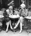 2-parisian-women-at-cafe