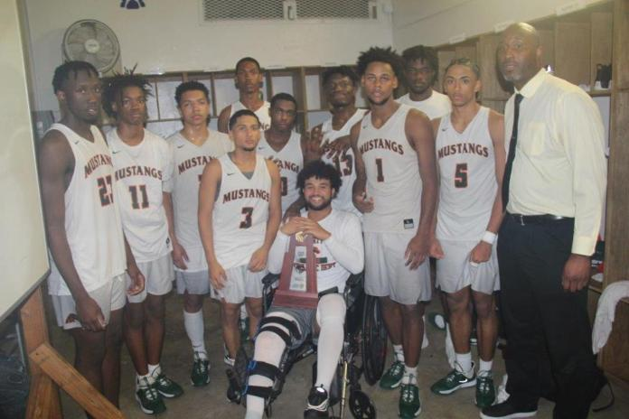 The McArthur High School Basketball Team won a district championship on the evening of February 13. The Mustangs defeated Hollywood Hills 60 to 44 to win the game. They begin the regional playoffs next week.