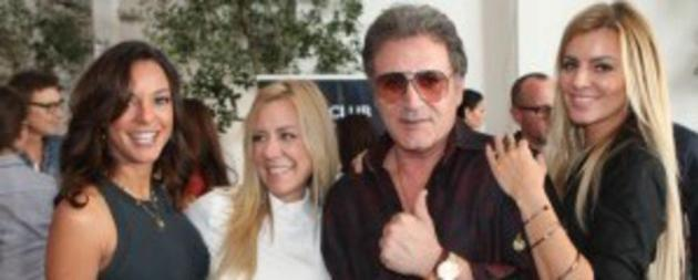 eva-la-rue-and-frank-stallone-with-ladies-from-twisted-silver-10-x-4_1000x401