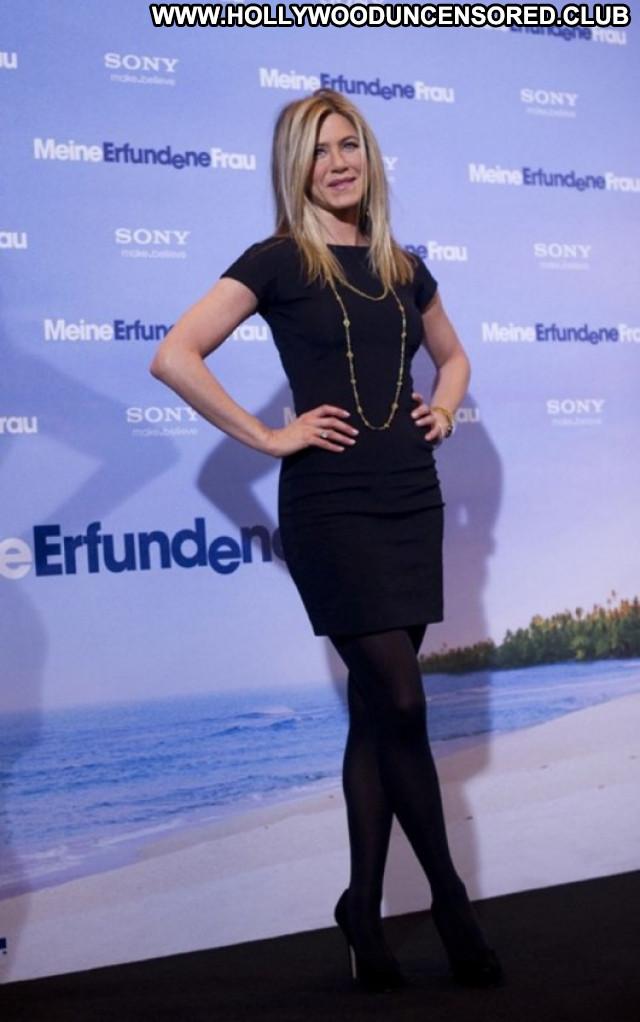 Jennifer Aniston Just Go With It Posing Hot Germany Beautiful