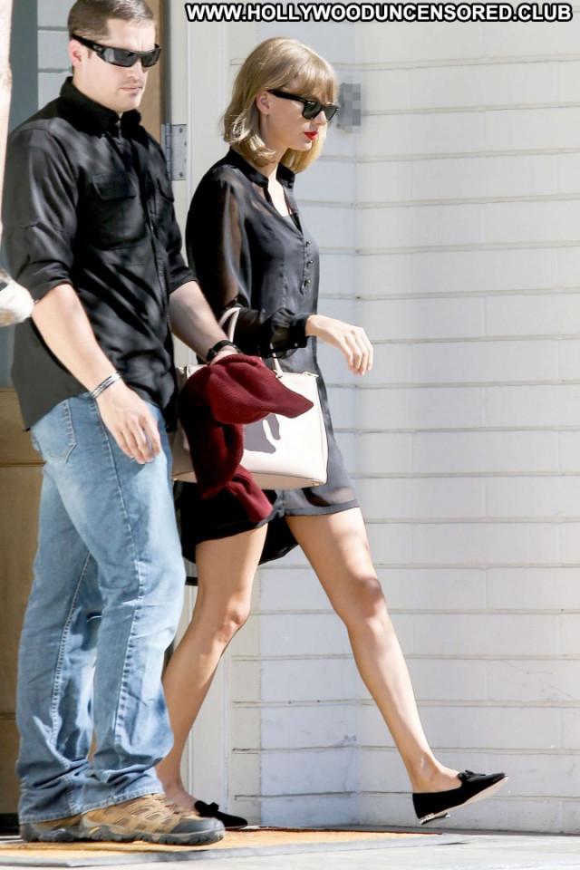 Taylor Swift Beverly Hills Beautiful Celebrity Paparazzi Babe Posing