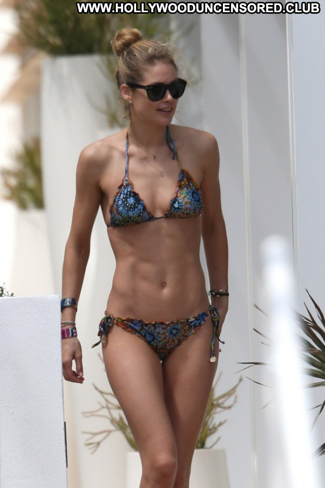 Doutzen Kroes Beautiful Celebrity Posing Hot Paparazzi Babe Pool