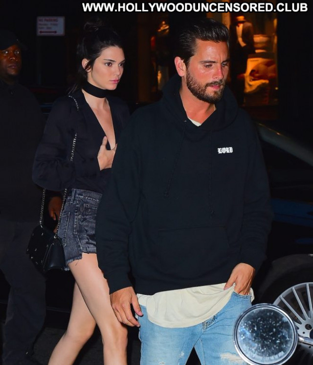 Kendall Jenner Babe Shorts Celebrity Posing Hot Beautiful Paparazzi