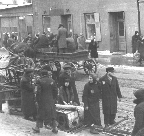 https://i2.wp.com/www.holocaustresearchproject.org/ghettos/images/Jews%20in%20Lodz.jpg