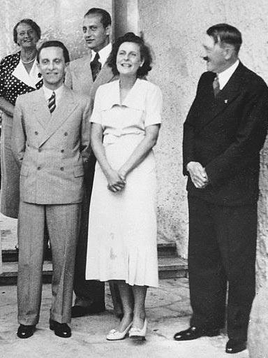 https://i2.wp.com/www.holocaustresearchproject.org/holoprelude/images/Goebbels,%20Hitler%20and%20Leni%20Reifenstahl.jpg