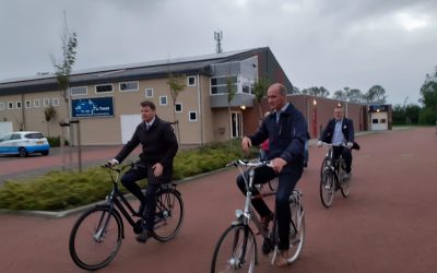 Burgemeester Kramer bezoekt Holwerd