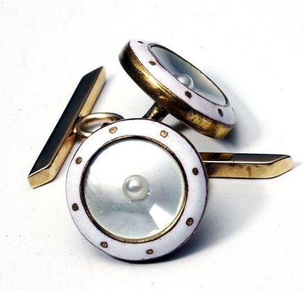 09-Cufflinks