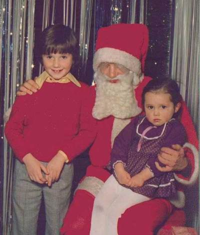 1975: Scott with Santa and sister