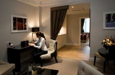 The spacious living quarters at Fraser Suites Edinburgh have been carefully crafted by architects Holmes, each boasting its own unique colour scheme. Scottish PR agency Holyrood Partnership promotes boutique hotel Fraser Suites Edinburgh. All images by Joe Connolly of Simple Photography, Glasgow 00 44 (141) 243 2123