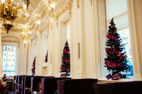 To mark the ten year anniversary of Love Actually, The Corinthian Club in Glasgow is hosting a pop-up cinema club for customers