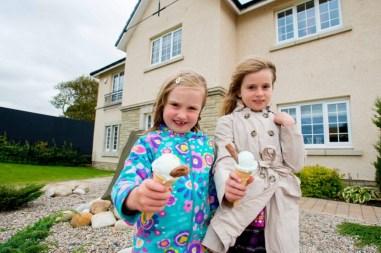 Children enjoyed free ice cream thanks to CALA Homes. PR photos by Holyrood PR in Edinburgh