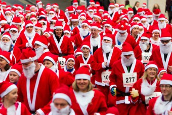 Steve MacDougall, Courier, outside Perth Concert Hall, Mill Street, Perth. Perth Santa Run featuring hundreds of people dressed as Santa. Pictured, the run begins.